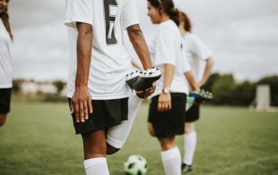 Jak zapobiegać odciskom podczas grania w piłkę nożną?